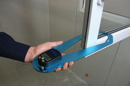 Ermitteln von Glasdicken im eingebauten Zustand auf Knopfdruck.